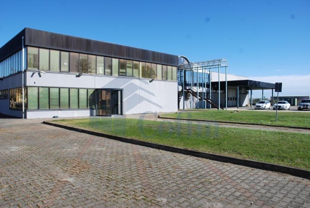 Capannone con uffici direzionali in vendita a parma for Capannone moderno