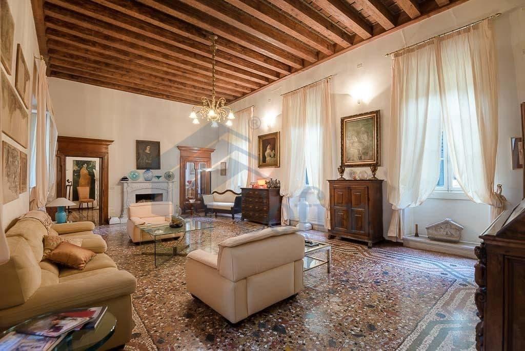 Appartamento di lusso appartamento d 39 epoca verona for Cianografie d epoca in vendita