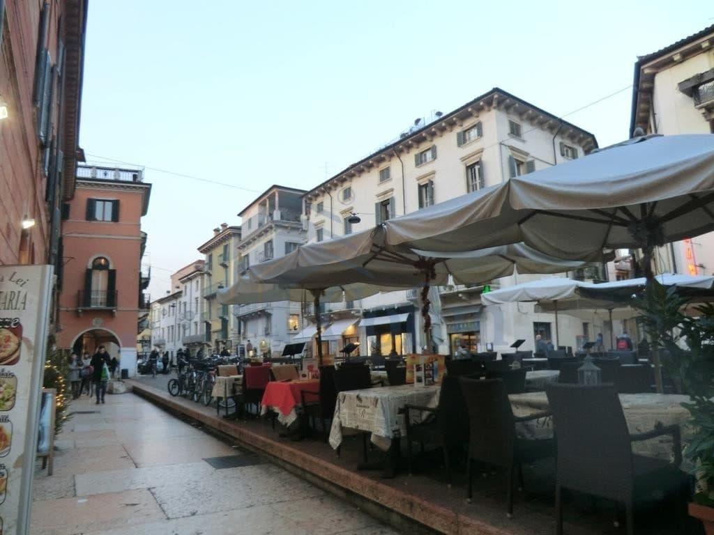 P.auto meccanizzati in vendita centro storico Vero