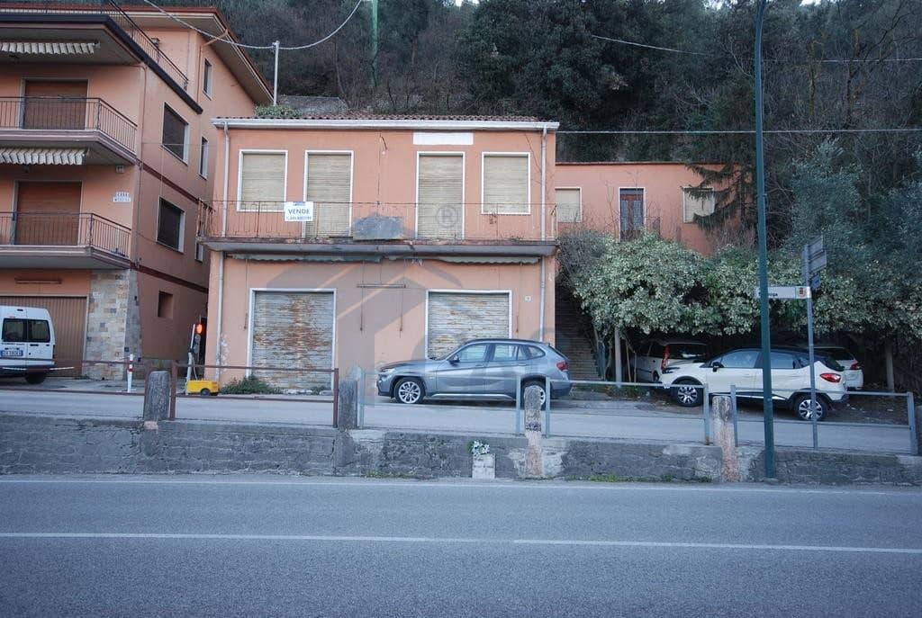 Casa indipendente lago di garda in vendita a brenzone for Case di artigiano in vendita in california