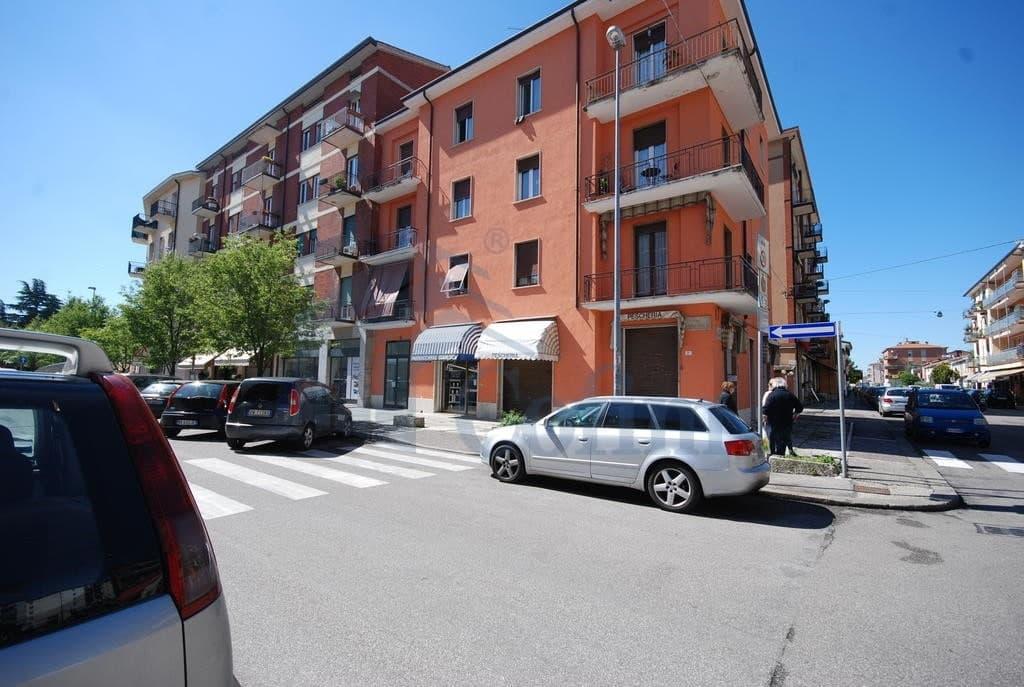 Ufficio zona strategica di passaggio  Verona (Fiera Golosine )