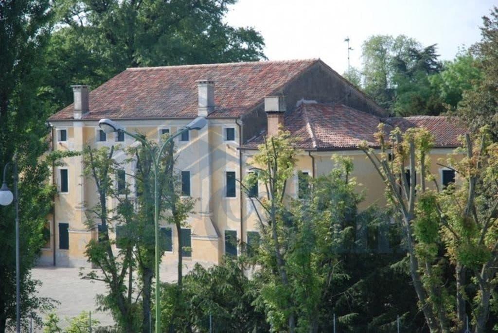 facciata villa epoca a boara pisani