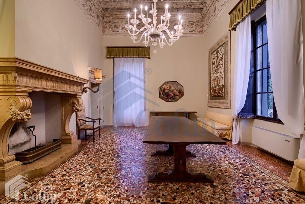 villa d'epoca in vendita a Verona sala con camino