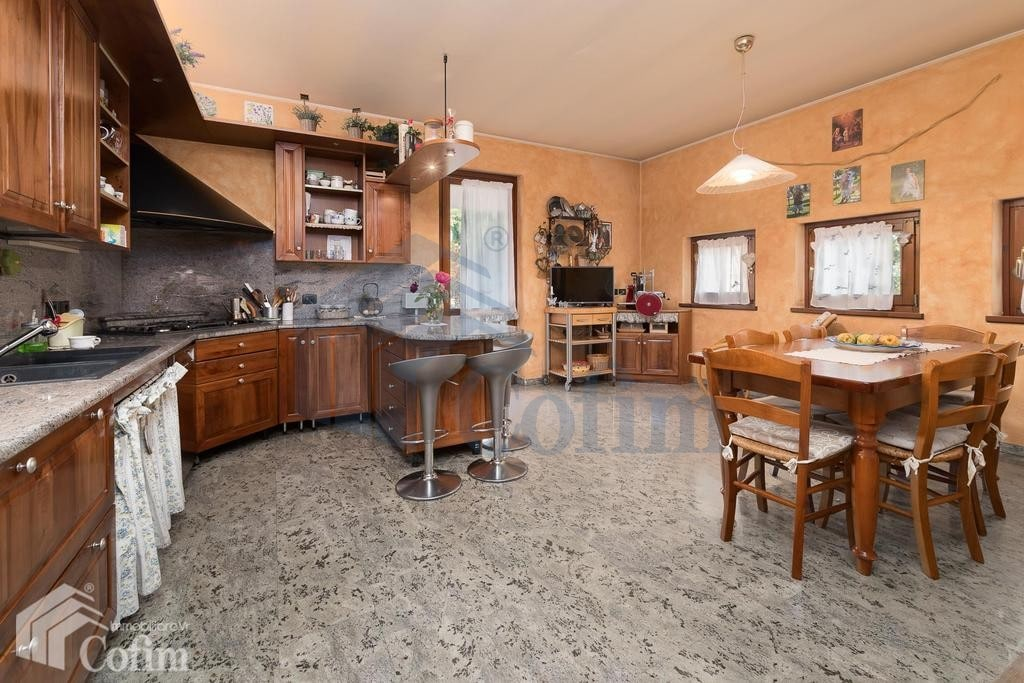 Villa in vendita a Verona Pescantina cucina