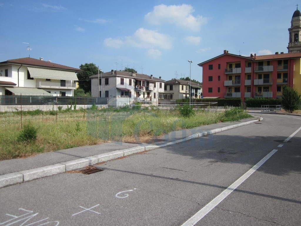 Italian Network Realty - Terreno Edificabile ampio