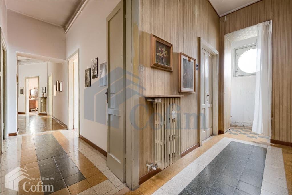 Italian Network Realty - Appartamento cinque locali LIBERO ampia metratura in VENDITA in posizione centrale