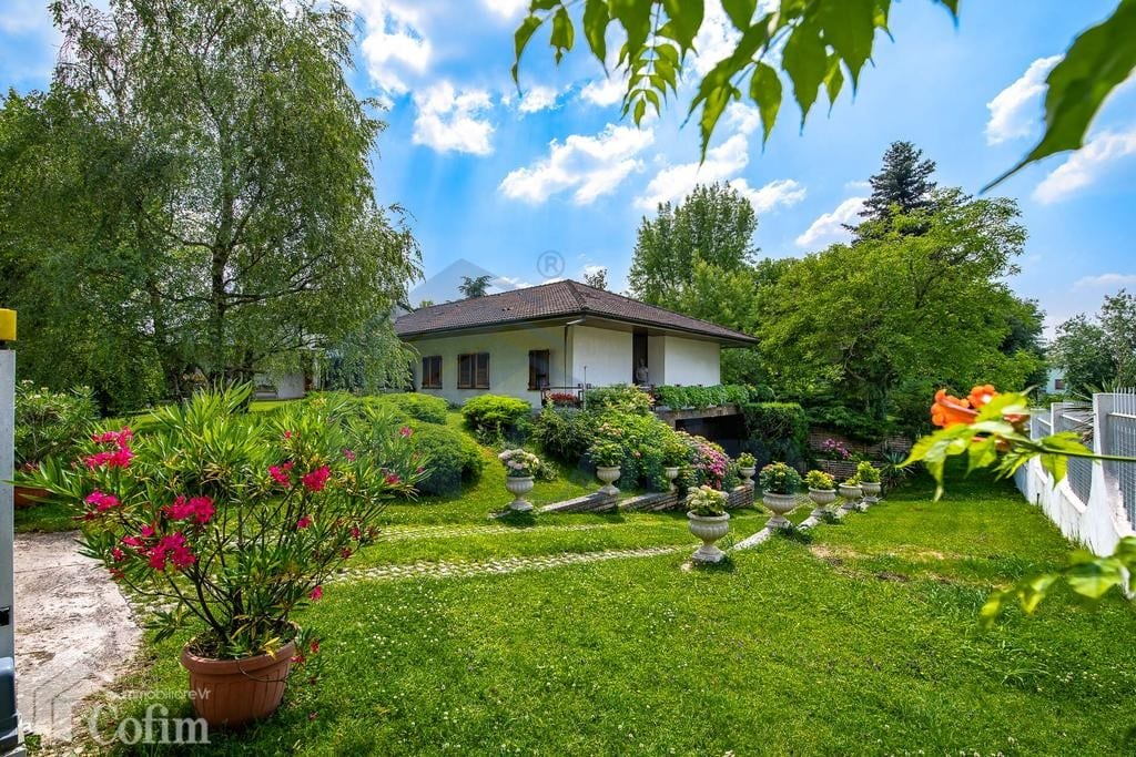 villa in vendita a parona verona con grande giardino