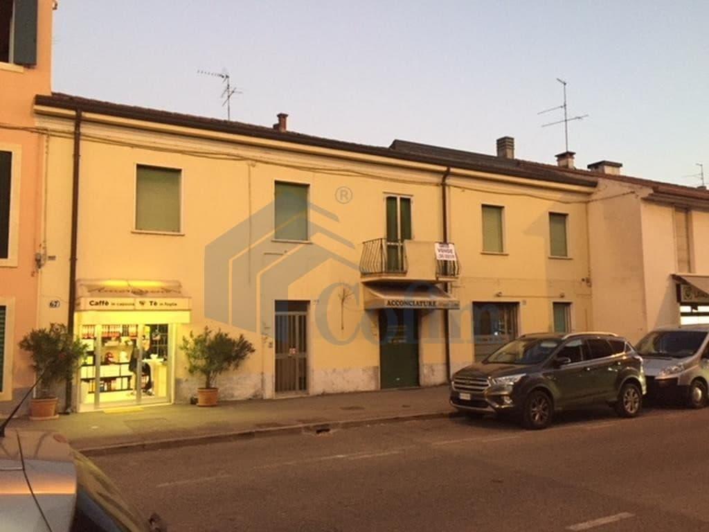 Casa indipendente Via  centro  in vendita  Verona (Borgo Roma)