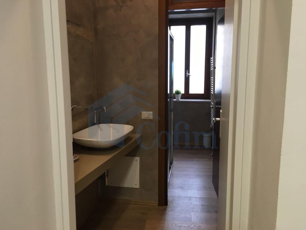 Appartamento bilocale ristrutturato arredato e corredato for Affitto arredato verona
