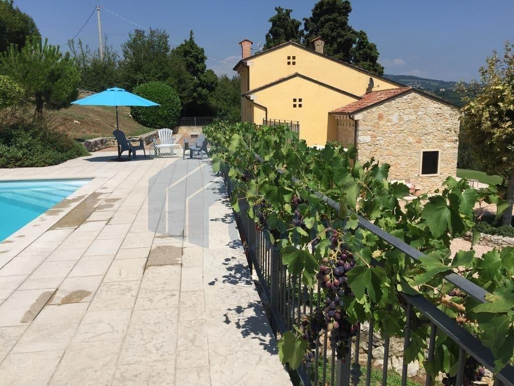 Villa nuova SPLENDIDA con PISCINA e ampio GIARDINO in VENDITA  Romagnano (Grezzana) - 2