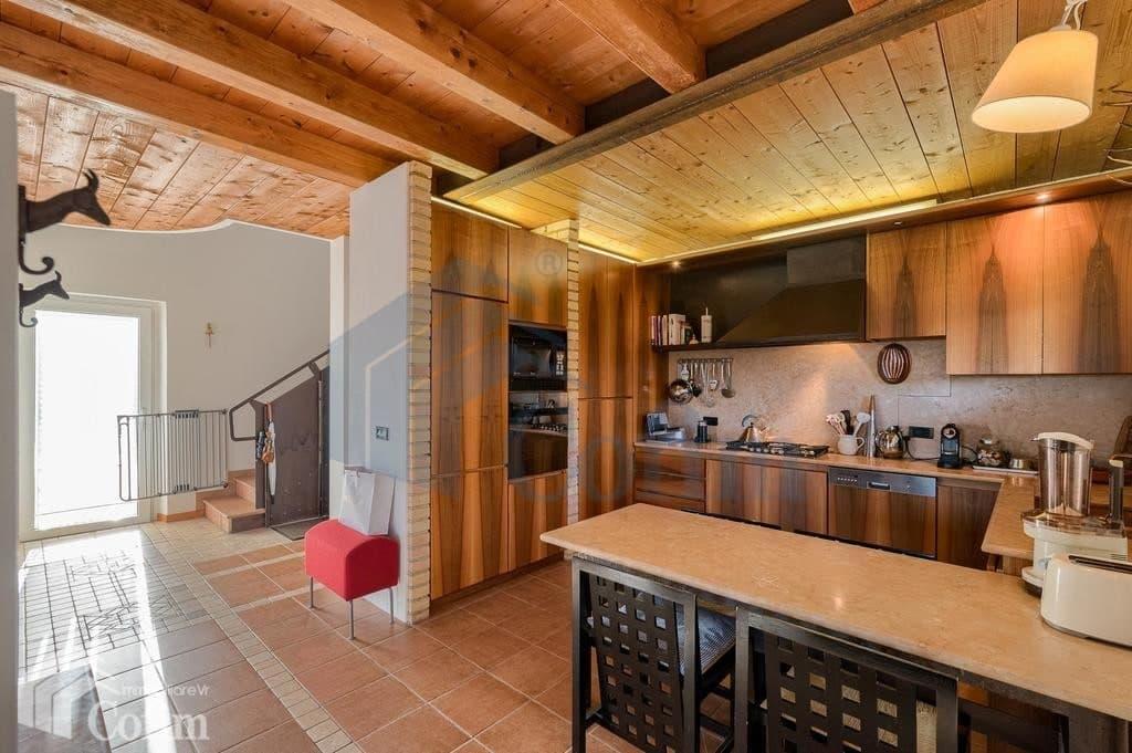 Villa nuova SPLENDIDA con PISCINA e ampio GIARDINO in VENDITA  Romagnano (Grezzana) - 8