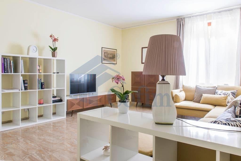Appartamento quadrilocale signorile in VENDITA zona VIA MAZZINI PIAZZA ERBE PORTA BORSARI  Verona (Centro Storico)