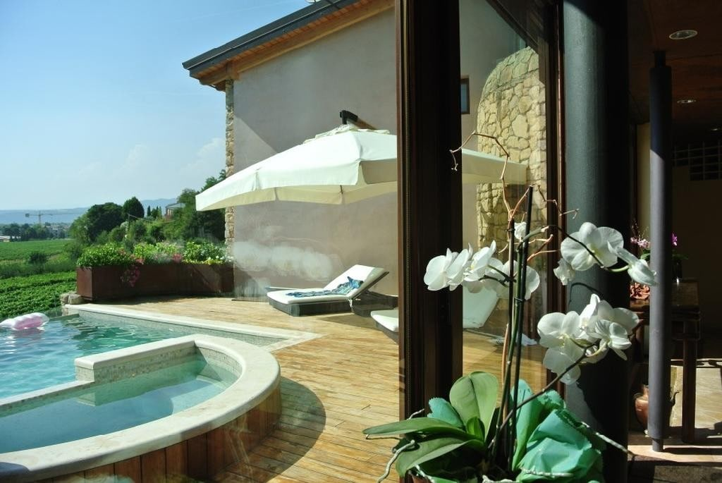 Cottage in beautiful renovated SALE with POOL and large GARDEN  Colognola Ai Colli (Colognola ai Colli) - 2