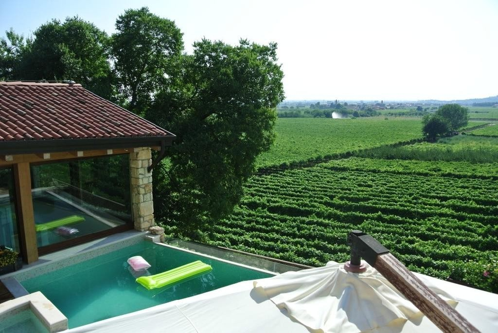 Cottage in beautiful renovated SALE with POOL and large GARDEN  Colognola Ai Colli (Colognola ai Colli)