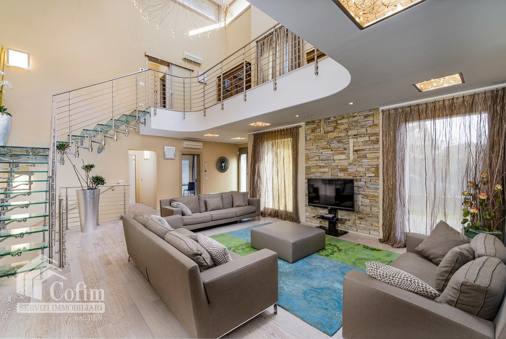 Luxury villa for sale with indoor swimming pool   Pozzo (San Giovanni Lupatoto) - 2