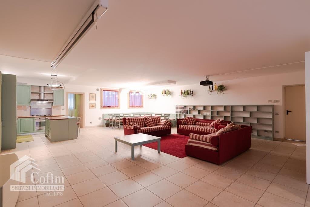 Luxury villa for sale with indoor swimming pool   Pozzo (San Giovanni Lupatoto) - 27