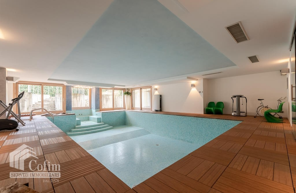 Luxury villa for sale with indoor swimming pool   Pozzo (San Giovanni Lupatoto)