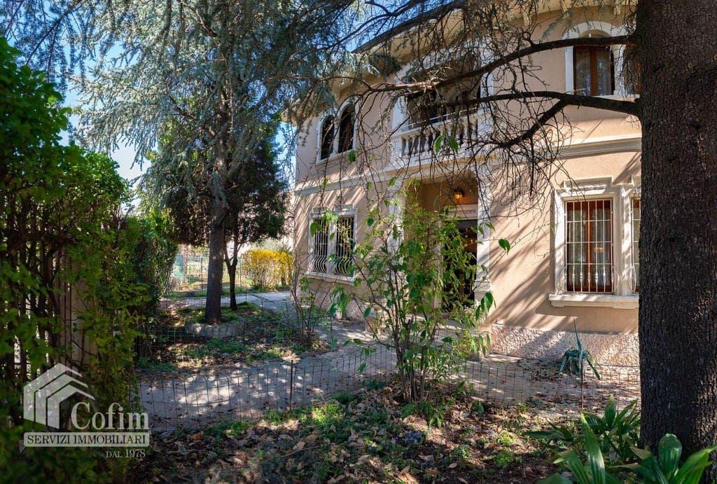 Villa LIBERTY con ampio GIARDINO luminosa, posizione tranquilla  Verona (Ponte Crencano)