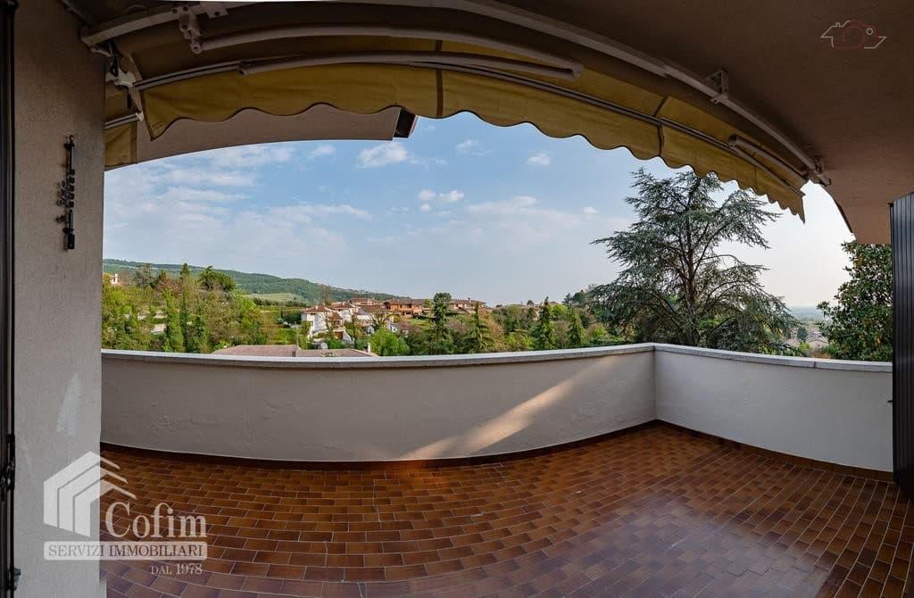 Villa bifamigliare con grande terrazzo e vista panoramica  Valfiorita (Negrar) - 15
