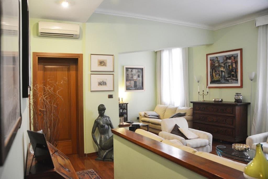Appartamento cinque locali in VENDITA, ampio ed elegante, RISTRUTTURATO, zona Via Cappello  Verona (Centro Storico)
