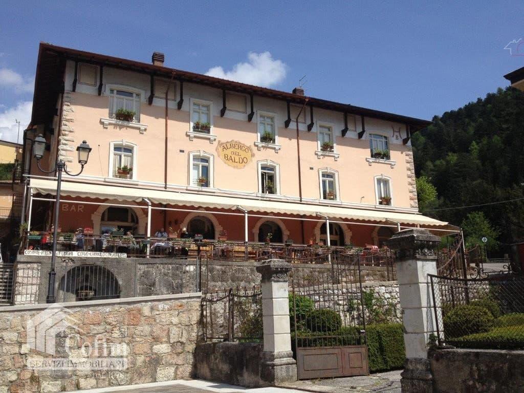 Albergo e Ristorante con Terrazzo e ampio Giardino in VENDITA   Ferrara di Monte Baldo