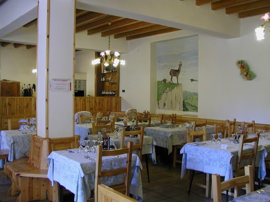 Albergo e Ristorante con Terrazzo e ampio Giardino in VENDITA   Ferrara di Monte Baldo - 11