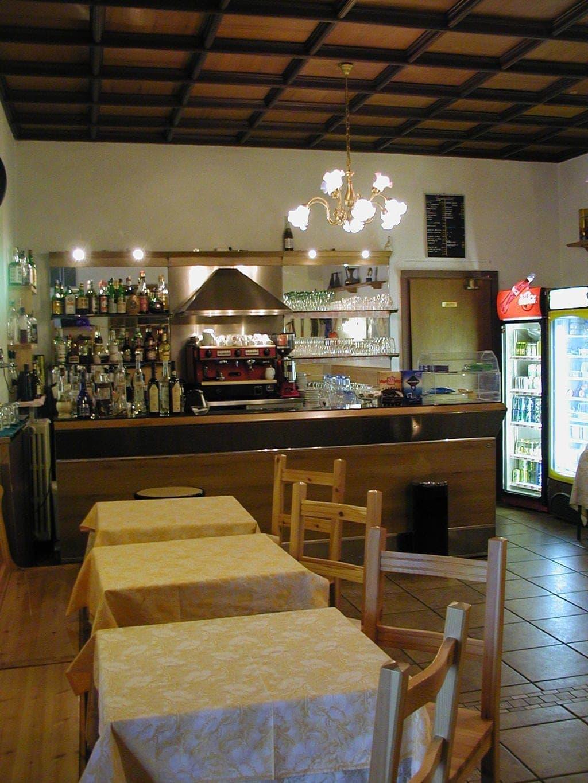 Albergo e Ristorante con Terrazzo e ampio Giardino in VENDITA   Ferrara di Monte Baldo - 13