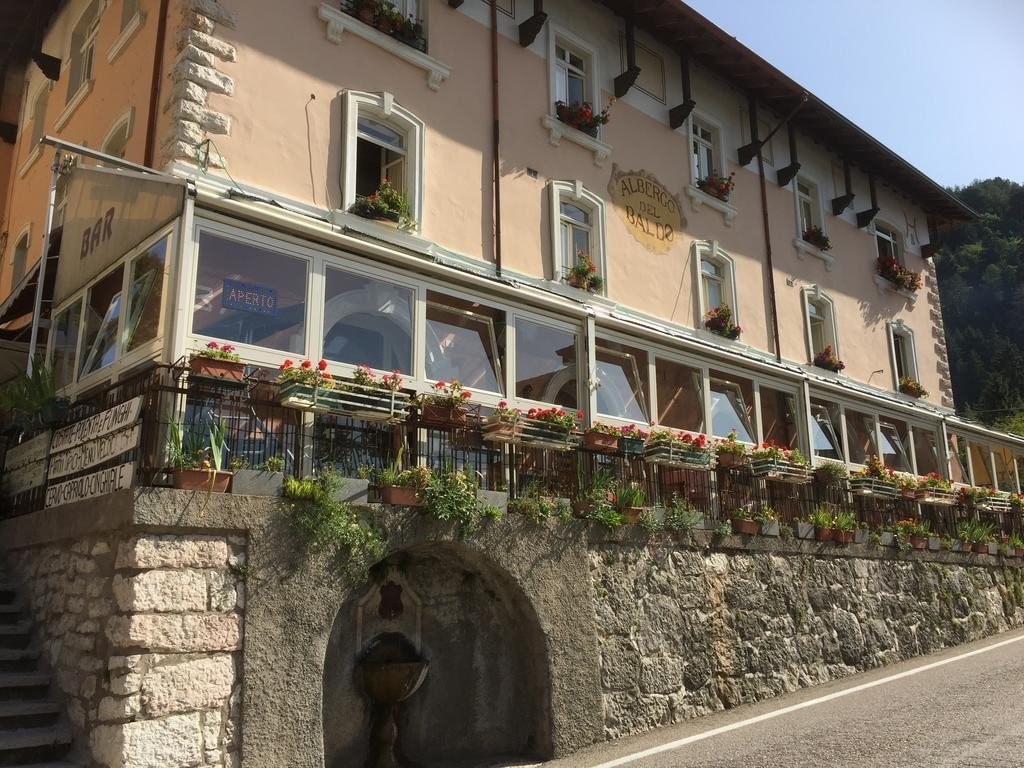 Albergo e Ristorante con Terrazzo e ampio Giardino in VENDITA   Ferrara di Monte Baldo - 14