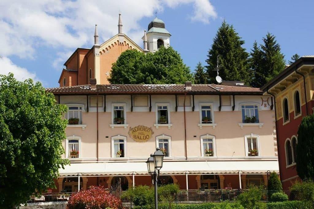 Albergo e Ristorante con Terrazzo e ampio Giardino in VENDITA   Ferrara di Monte Baldo - 15