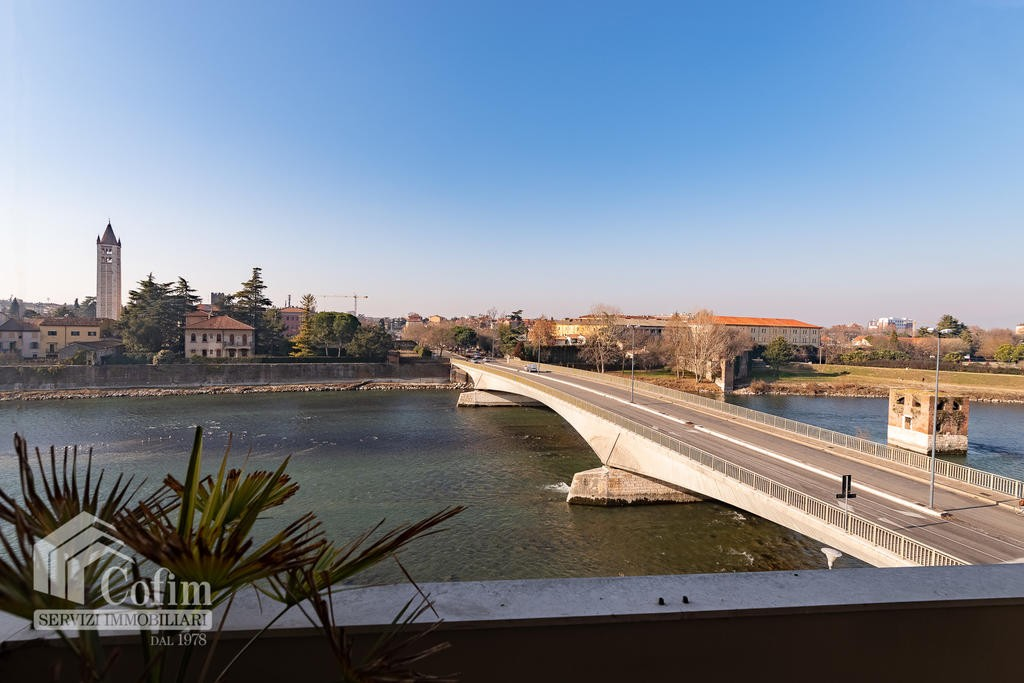 Appartamento cinque locali in VENDITA con VISTA SULL'ADIGE  Verona (Borgo Trento)
