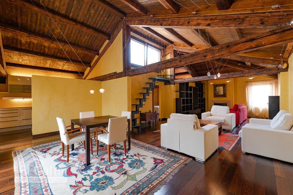 Appartamento quadrilocale in VENDITA LUNGADIGE ultimo piano con TERRAZZO e depandance  Verona (Centro Storico)