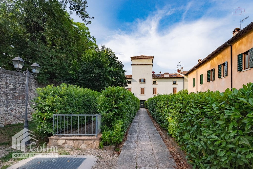 Four-rooms Apartment with GARDEN FOR SALE in ANCIENT refurbished court  Arbizzano (Negrar)