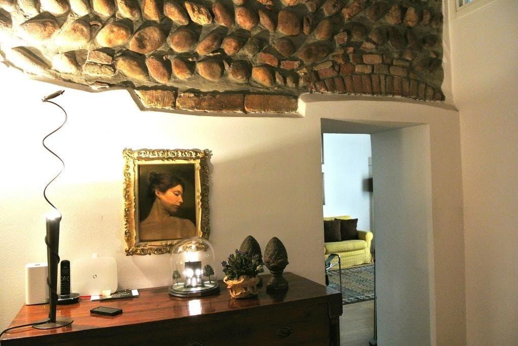 Appartamento cinque locali ristrutturato ingresso INDIPENDENTE in VENDITA v.ze Piazza Erbe  Verona (Centro Storico)