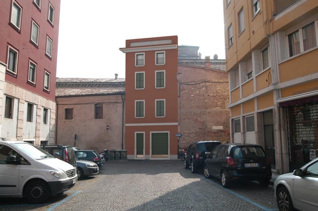 Casa indipendente in VENDITA zona Via Cappello, v.ze Piazza Erbe, con garage  Verona (Centro Storico)