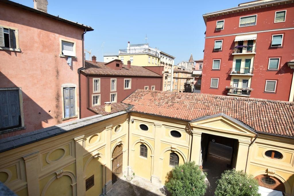 Casa indipendente in VENDITA zona Via Cappello, v.ze Piazza Erbe, con garage  Verona (Centro Storico) - 2