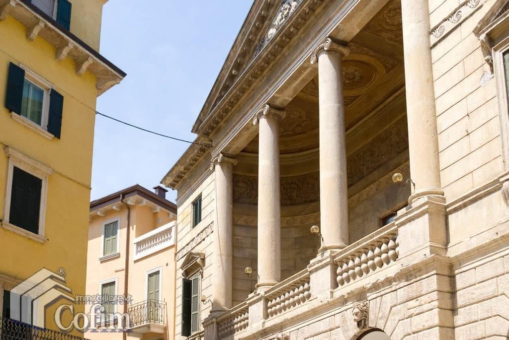 Appartamento di lusso Attico in AFFITTO adiacenze Via Mazzini con ampi TERRAZZI  Verona (Centro Storico)
