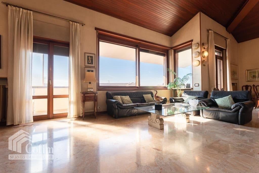 Appartamento cinque locali ATTICO luminoso con TERRAZZO in VENDITA, ampia metratura  Verona (San Michele) - 3