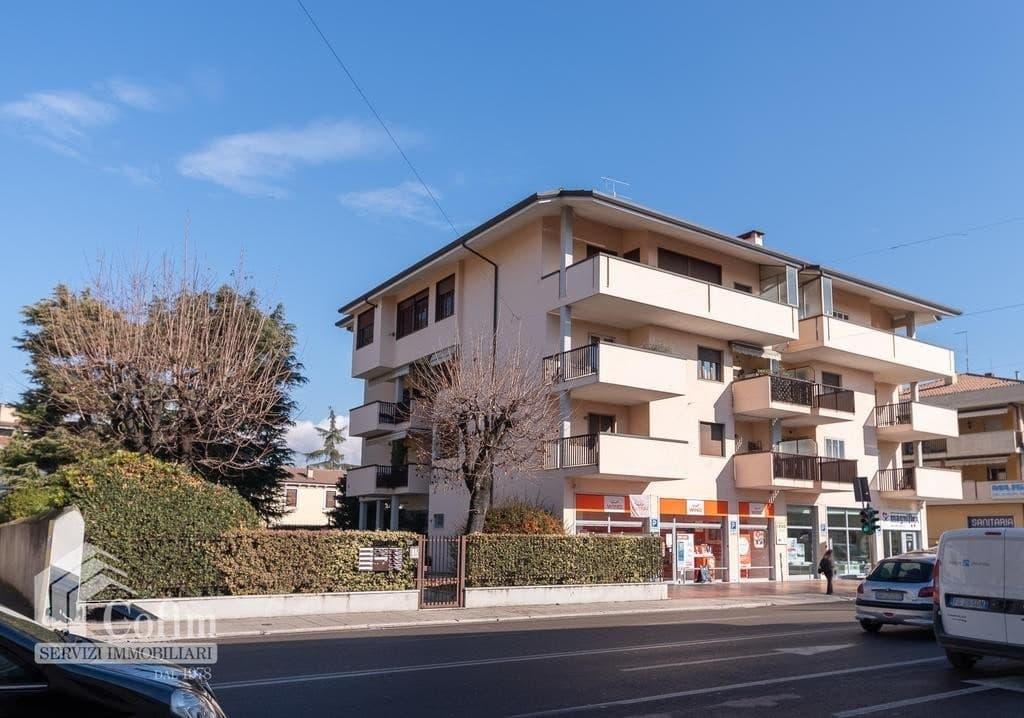 Appartamento cinque locali ATTICO luminoso con TERRAZZO in VENDITA, ampia metratura  Verona (San Michele)