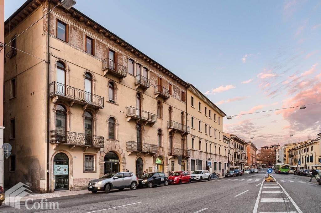 Appartamento cinque locali ULTIMO PIANO in VENDITA in palazzo d'epoca Str.ne Porta Palio  Verona (Centro )