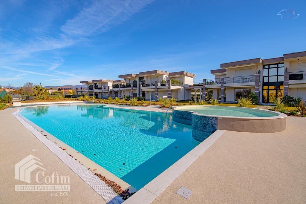 Villa Con Giardino Privato In Affitto In Residence Con Piscina A Lazise Lago Di Garda