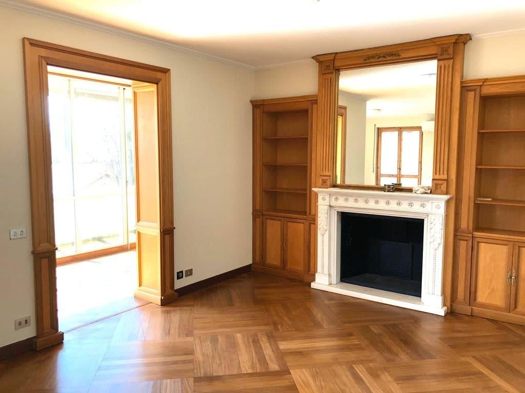 Appartamento cinque locali signorile RISTRUTTURATO ampia metratura zona ARSENALE in AFFITTO  Verona (Borgo Trento)