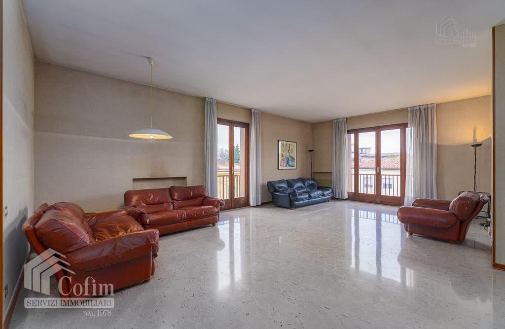Appartamento cinque locali ULTIMO PIANO in VENDITA in palazzo d'epoca Str.ne Porta Palio  Verona (Centro ) - 9
