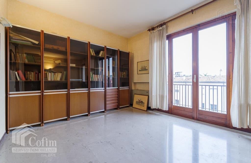 Appartamento cinque locali ULTIMO PIANO in VENDITA in palazzo d'epoca Str.ne Porta Palio  Verona (Centro ) - 12