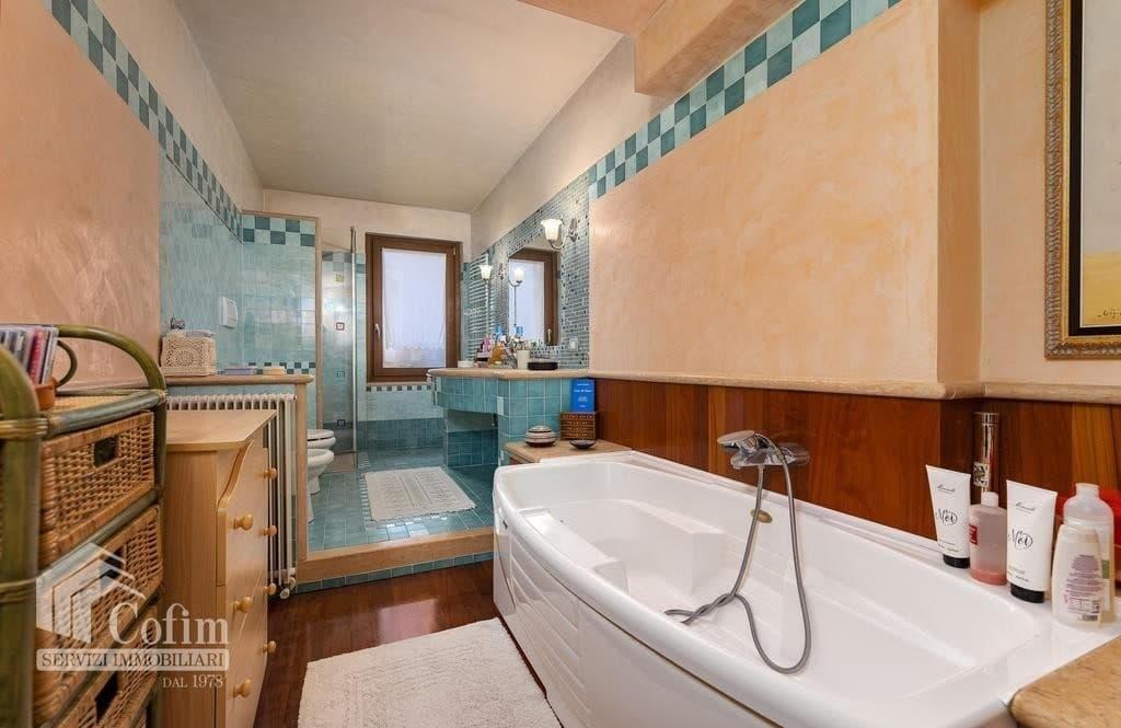 Villa bifamigliare in VENDITA elegante, recente, panoramica con GIARDINO  Negrar (Negrar) - 12