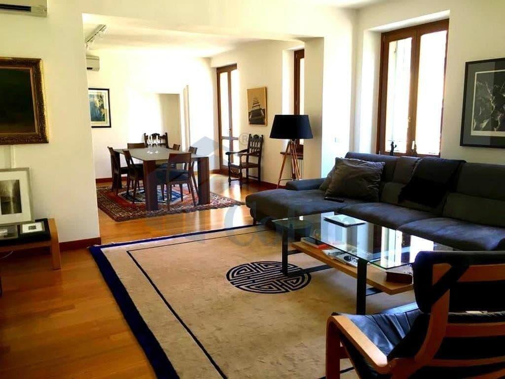 Luxury Apartment for RENT, ELEGANT partially furnished AMPLE sqm  Verona (Centro )