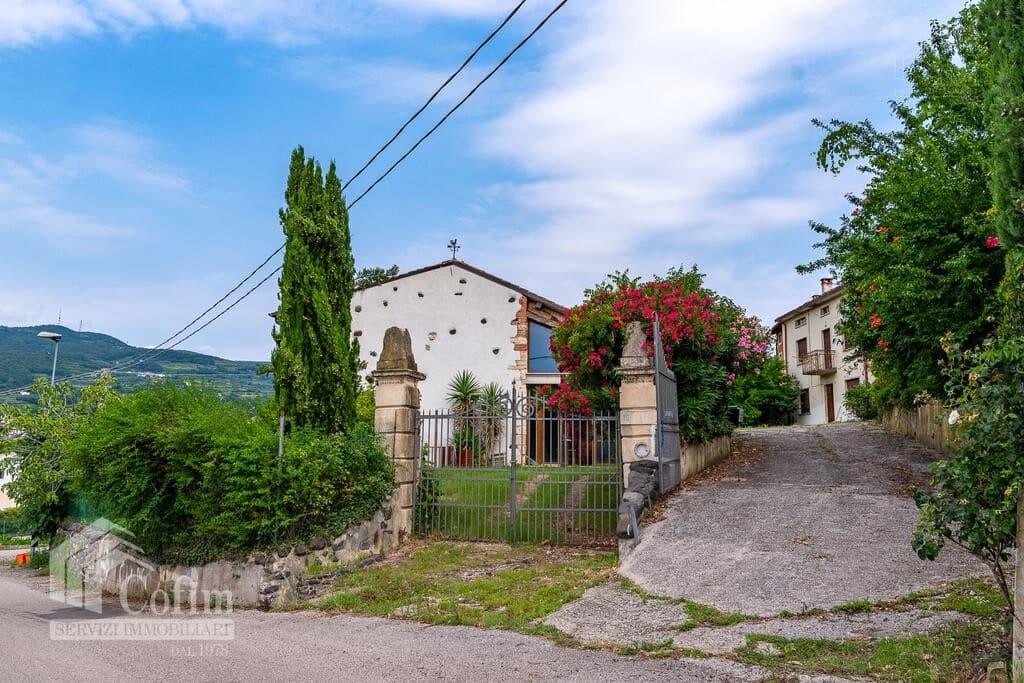 Rustico in panoramica ampia CORTE STORICA in VENDITA  Dal Cero (Montecchia di Crosara) - 13