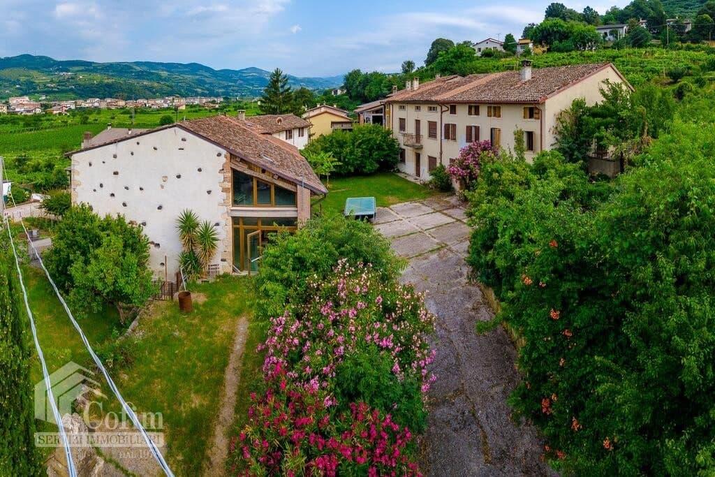 Rustico in panoramica ampia CORTE STORICA in VENDITA  Dal Cero (Montecchia di Crosara)