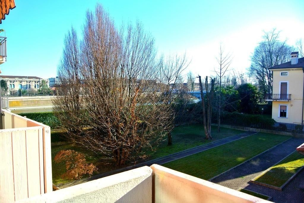 Two-rooms Apartment bright FURNISHED for RENT in LUNGADIGE, near Law Court  Verona (Cittadella)