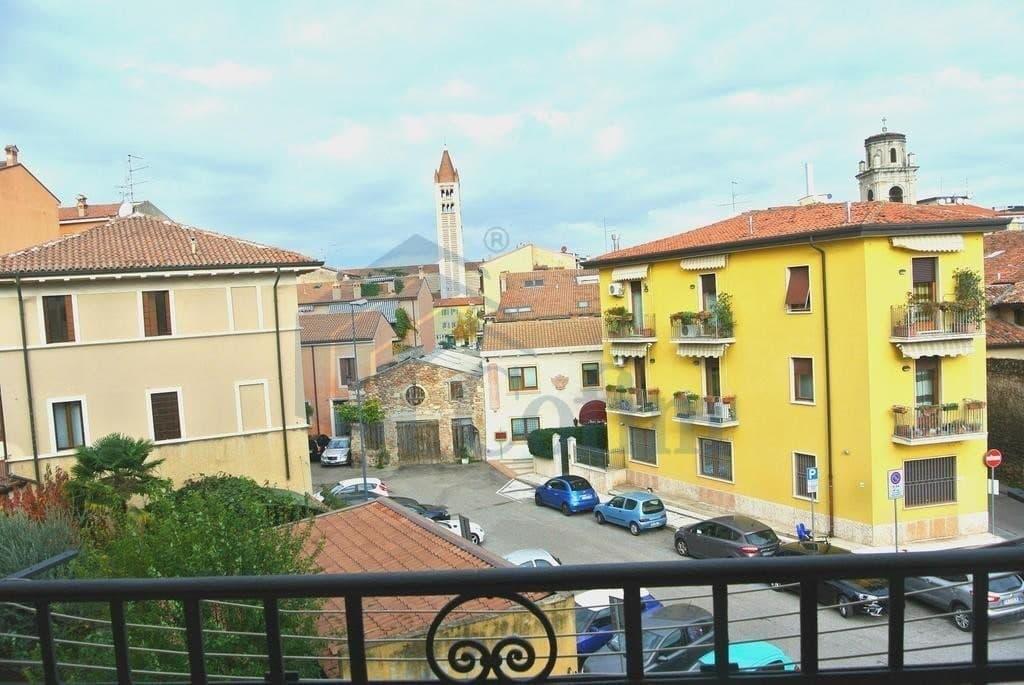 Appartamento quadrilocale in AFFITTO, ristrutturato, ARREDATO, posizione tranquilla  Verona (San Zeno)