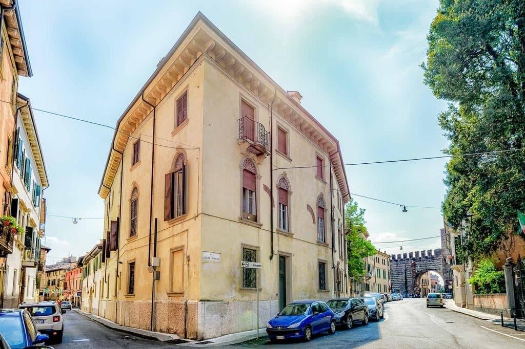 Appartamento quadrilocale ristrutturato ARREDATO in VENDITA in CENTRO v.ze PIAZZA BRA  Verona (Centro Storico)